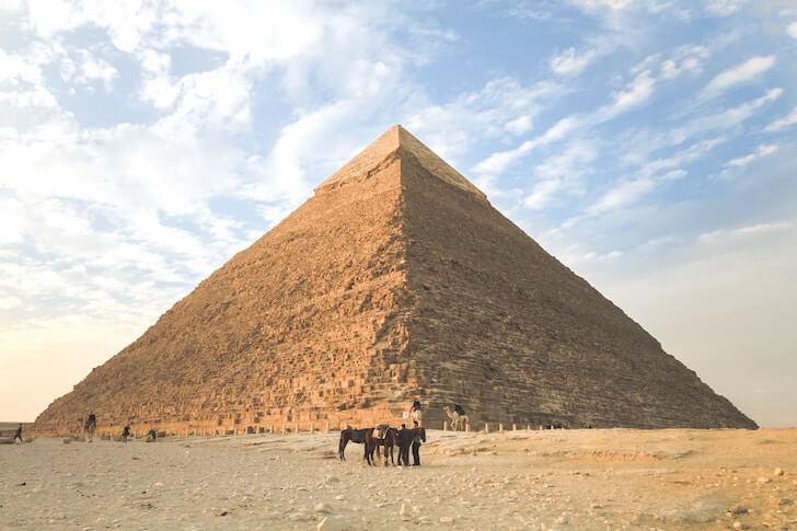 収入のピラミッド構造